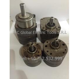 Reversible lubricating pumps